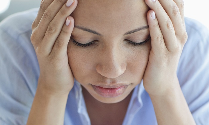 болит голова давит лоб